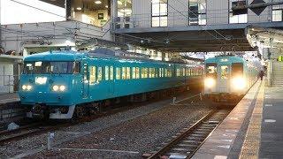 和歌山線 高田駅に停車中の117系と発車する105系