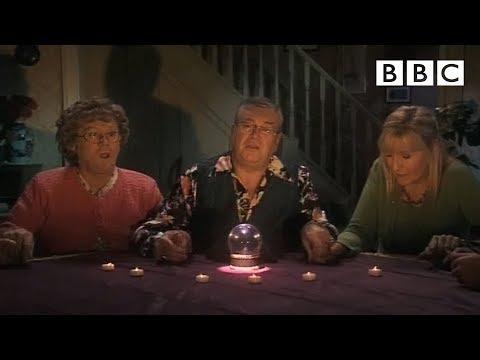 Mrs Brown's Psychic Experience | Mrs Brown's Boys - BBCKaynak: YouTube · Süre: 2 dakika20 saniye