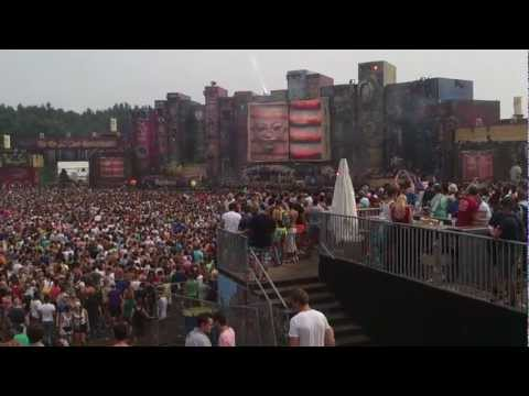 Tomorrowland 2012 - Knife Party Rage Valley jumping