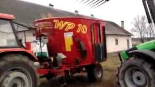 Mieszanie paszy dla bydła mlecznego.
