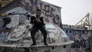 Musikkvideo - Lett å være rebell i kjellerleiligheten din