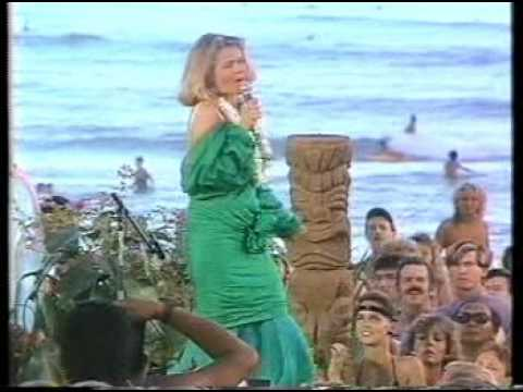 Belinda Carlisle - Wouldn't It Be Nice & Band Of Gold (Live with The Beach Boys).mpg