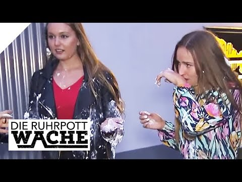 Lebensmüde Oma: Lara Grünberg mit Diskoschaum attackiert | Die Ruhrpottwache | SAT.1 TV