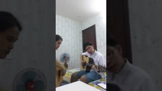 Học trò học đàn guitar được 2 tháng