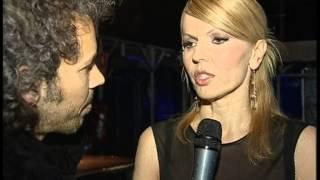 """Massimiliano lazzari intervista la famosa produttrice che durante una serata a """" muccassassina"""" ( dir art diego longobardi) si esibisce cantando e ballando ..."""