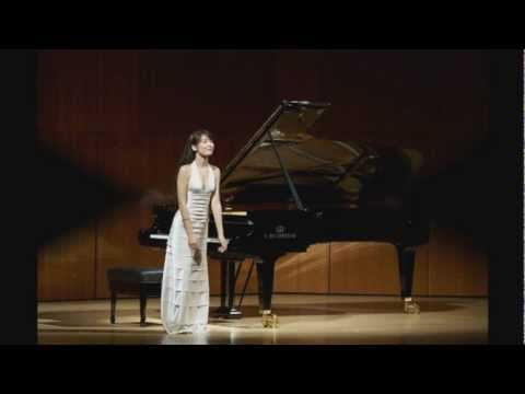 Alice Sara Ott plays Chopin Waltz