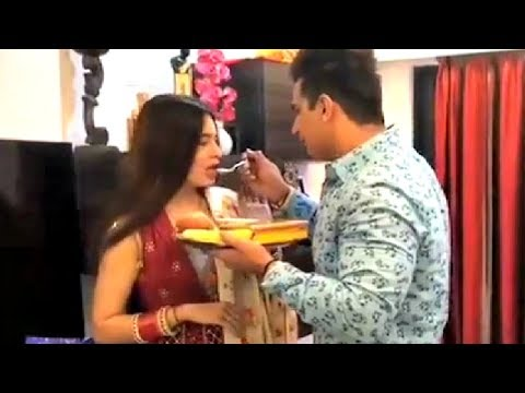 Prince Narula Breaks Yuvika Chaudhary Fast On Her First Karwa Chauth After Wedding Mp3