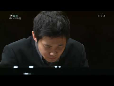 Dong hyek lim plays L v  Beethoven  Piano Sonata No 14 in C sharp minor 'Moonlight'