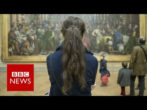 The photographer who turns his back on tourist sites - BBC News