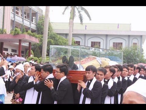 Hình Ảnh Tang Lễ Đức Cha Giuse Hoàng Văn Tiệm-Giáo Phận Bùi Chu 18-08-2013