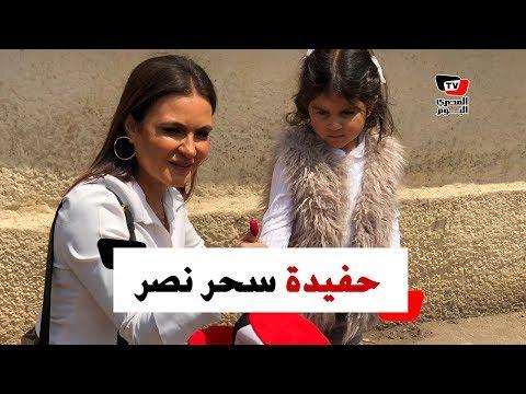 سحر نصر تصطحب حفيدتها أثناء تصويتها على التعديلات الدستورية