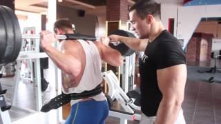 видео Коленные бинты для пауэрлифтинга, приседаний, занятия спортом, как бинтовать колено