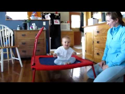 un b b fait du trampoline youtube. Black Bedroom Furniture Sets. Home Design Ideas