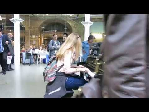Enikő - Game of Thrones on piano - St. Pancras Station, London 2016.07.12.