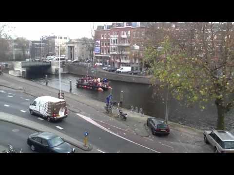 Sinterklaas op de boot aan de Singelgracht /Nassaukade Amst
