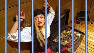 WE'RE TRAPPED! PIRATE TREASURE HUNT ESCAPE ROOM!