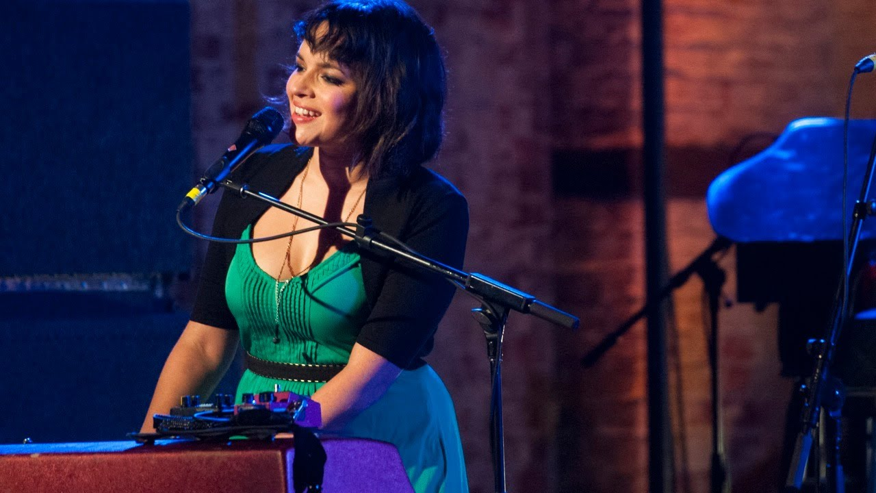Live from the Artists Den: Norah Jones - Inside the Den - YouTube Norahjones