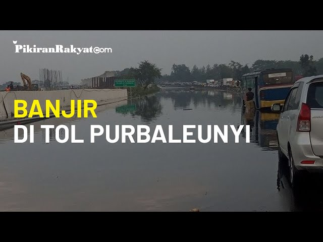 Banjir Genangi Ruas Tol Purbaleunyi KM 130, Arus Lalu Lintas Macet