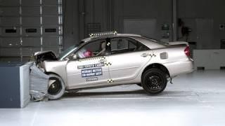 2002 Toyota Camry moderate overlap IIHS crash test