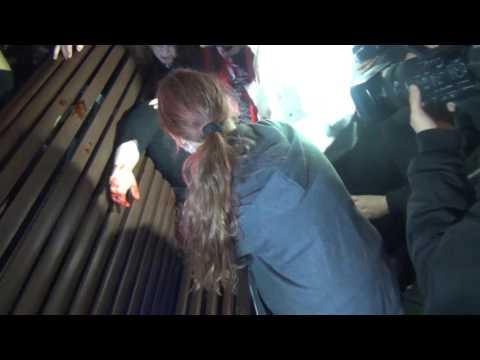 26 20 57 Schouwburgplein   slachtoffer bank  3e ZombieWalk Rotterdam 2016 za 29 10 16 sd01 25