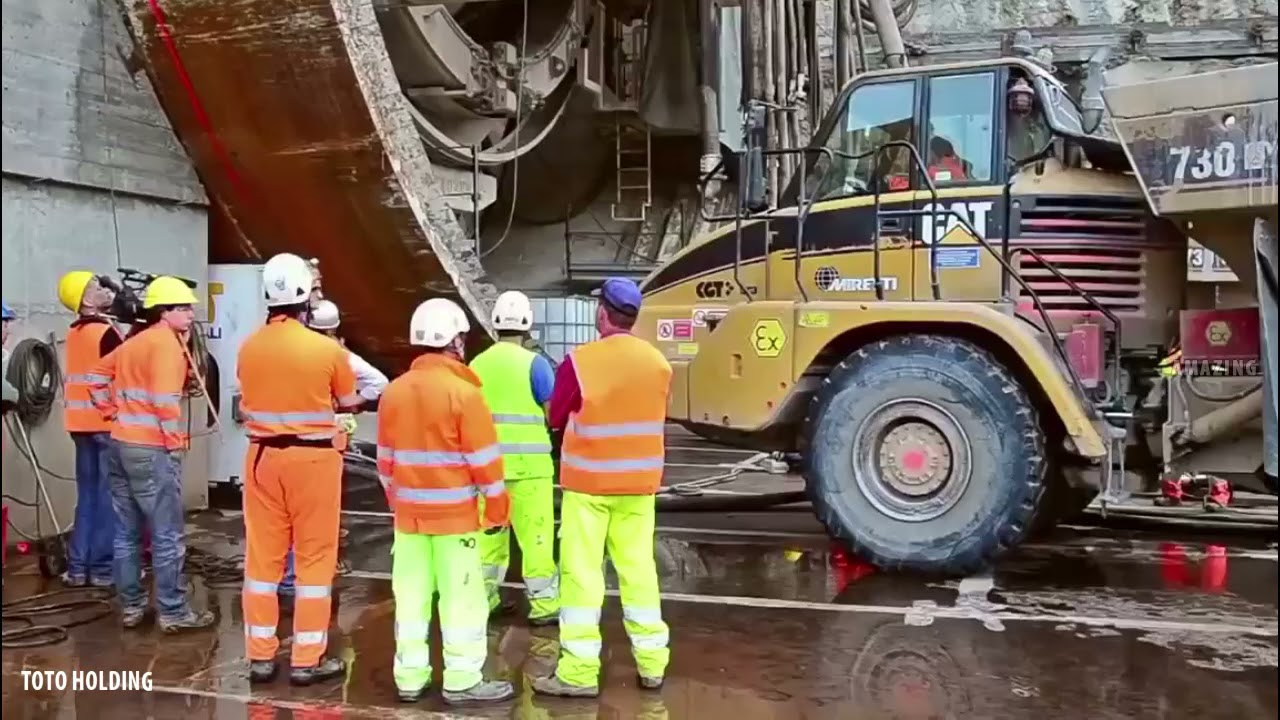 Incredible Tunnel Drilling Machine Installation / Turning / Dismantling Process !