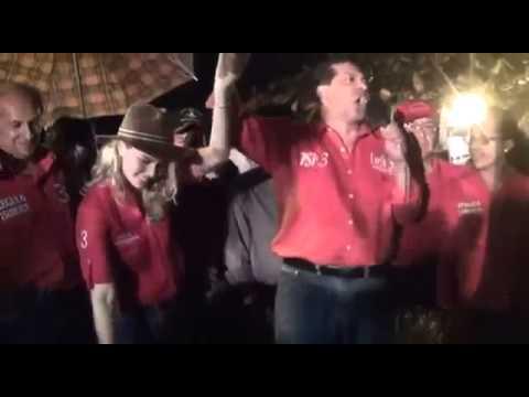 Cae Tarima en pleno discurso del Candidato Lucio Gutiérrez