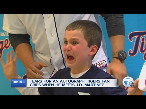 Tears for an autograph: Tigers fan cries meeting J.D. Martinez