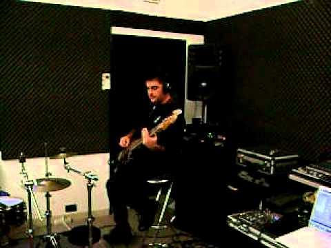 Mauro's got the groove too.AVI