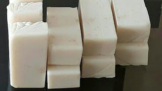 Faça sabão sem óleo com soda e sabão de Coco do mercado