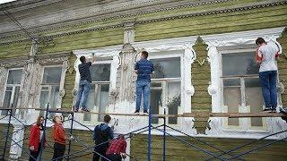 В кипельно-белый «переодели» резные наличники Дома Засецких добровольцы в Вологде
