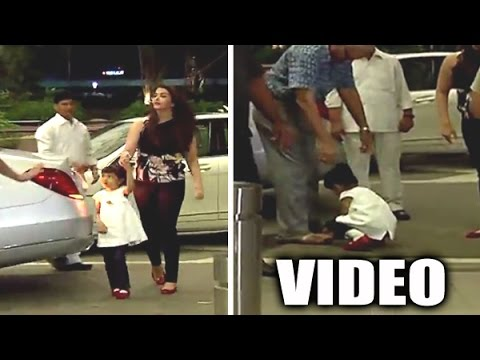 Thumbnail: Aaradhya Bachchan Touches Grandfather's Feet | Cannes 2015