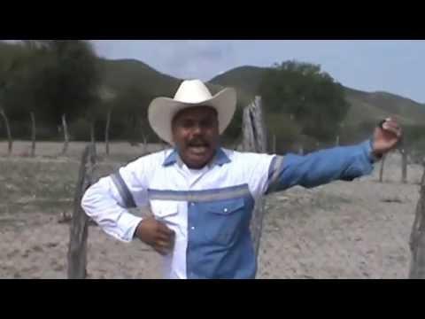 el-reportero-del-desierto-canta-y-reta-a-sus-colaboradores