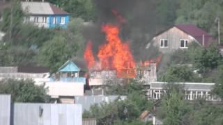 В пригороде Саранска полыхает баня(Огонь охватил всю крышу и перекинулся на соседнее здание., 2014-06-03T07:34:08.000Z)
