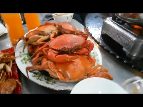 Vietnam street food - cooking Fried Mud Crab with salt and pepper after hunting and fishing