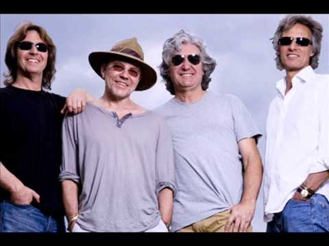 Alan Clarke (ex Dire Straits) talks to 6 Towns Radio about latest project The Straits