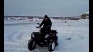 ce fac baietii cu jucariile lor pe zapada - ATV.3gp