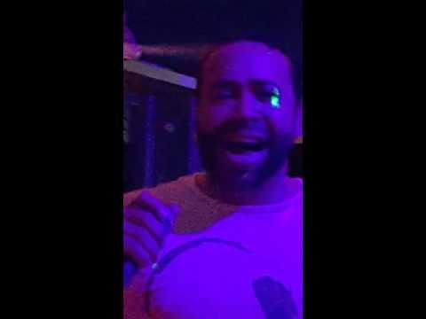 Siri bar karaoke