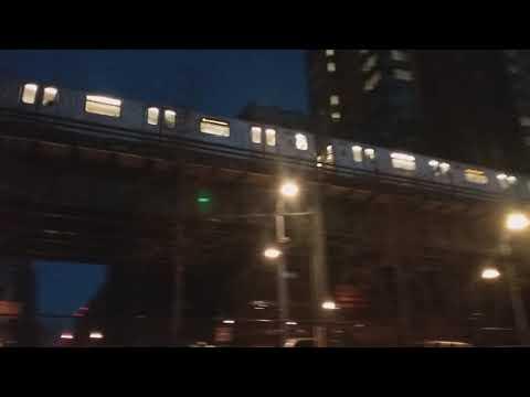 Manhattan bound (4) train leaving 161st Street/Yankee Stadium