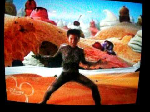 13 Year Old Taylor Lautner (Sharkboy) Singing! (: