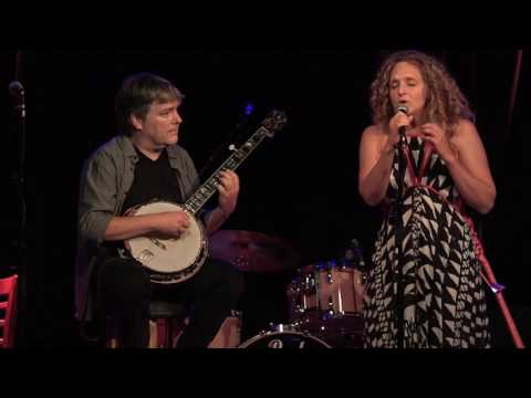 Bela Fleck & Abigail Washburn 'His Eye Is On The Sparrow'