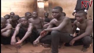 بالفيديو.. طلاب يحرقون مدرسة احتجاجًا على منعهم من ارتداء «الملابس الضيقة»