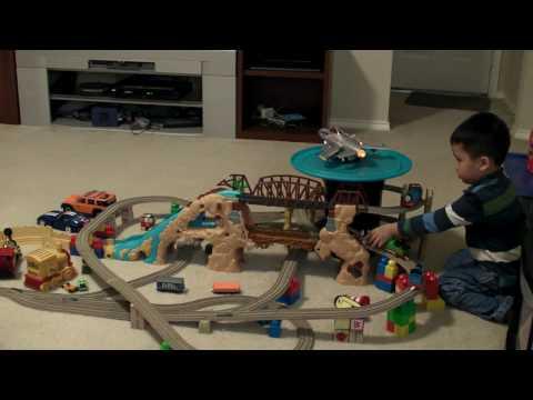 Tuấn chơi xe lửa 2