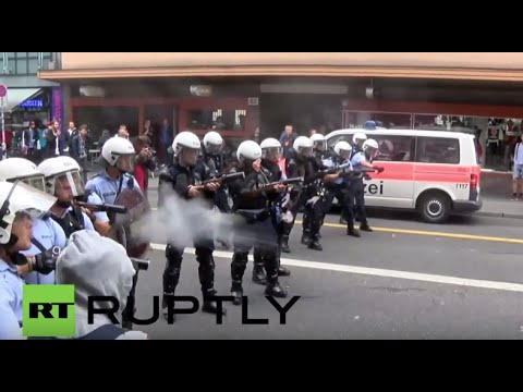 Switzerland: Police fire rubber bullets at pro-refugee protesters