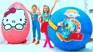 Download Макс и Катя играют в гигантские яйца с игрушками Mp3 and Videos