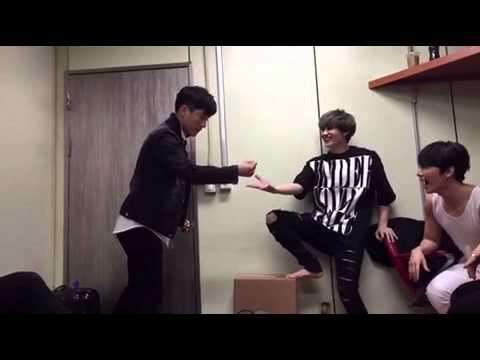 Super Junior D&E-Eunhyuk and Giljun rock paper scissors with sleeveless Donghae