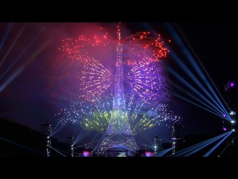 La Fête nationale française - Paris - Tour Eiffel - 14 juillet 2016 (Feu d'artifice)