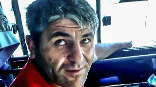 Водитель курит в салоне автобуса № Р351ЕР / Driver smokes inside the bus(29.06.14 около 14:50 Водитель за курил в салоне автобуса