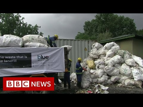 Mount Everest: 11 tonnes of rubbish cleared - BBC News