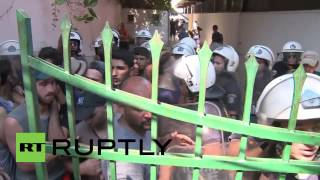 Greece: Kos police pepper spray, scuffle with migrants