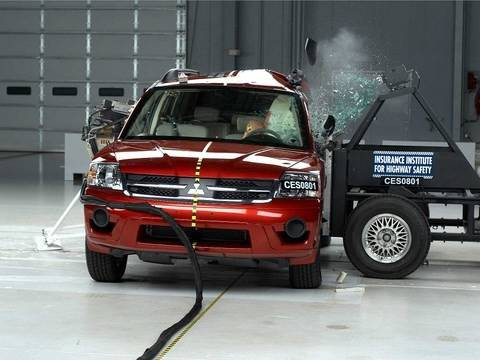 2008 Mitsubishi Endeavor side test